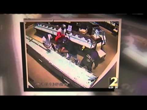 Video shows robbers committing smash-and-grab at Lenox Mall