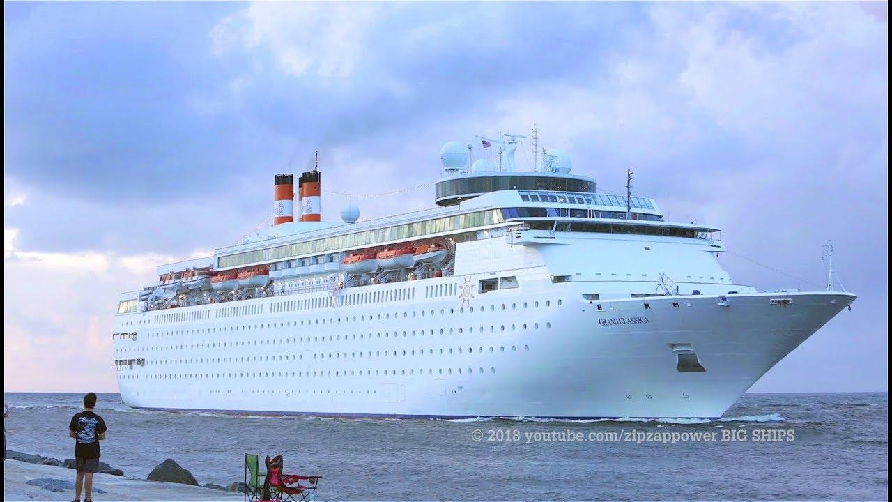 Grand Classica Cruise Ship    Palm Beach Arrival