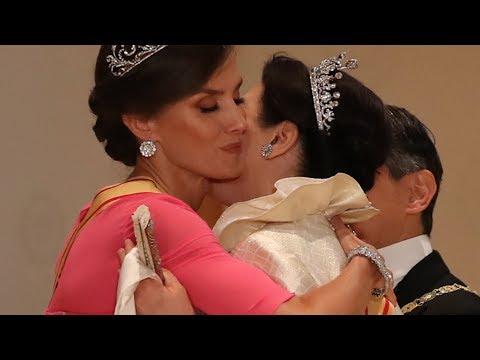 El efusivo saludo de la reina Letizia a la emperatriz de Japón