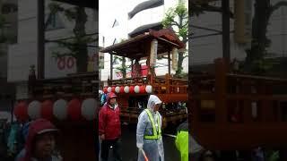 毎年10月の土・日に開催の伊勢原 道灌祭りですが今年は生憎の雨で道灌公...