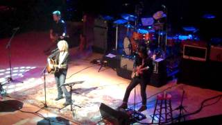 Lucinda Williams performs Tryin