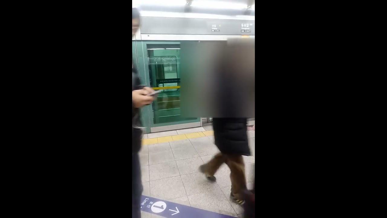 [세로영상]서울 지하철 6호선 응암순환행 동묘앞역 진입 및 발차