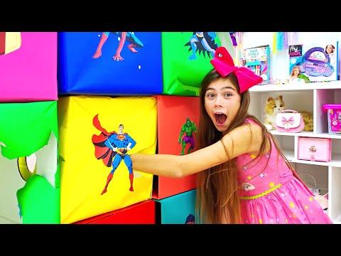 나스티아는 컬러 슈퍼 영웅의 경쟁에 참여하고 있습니다
