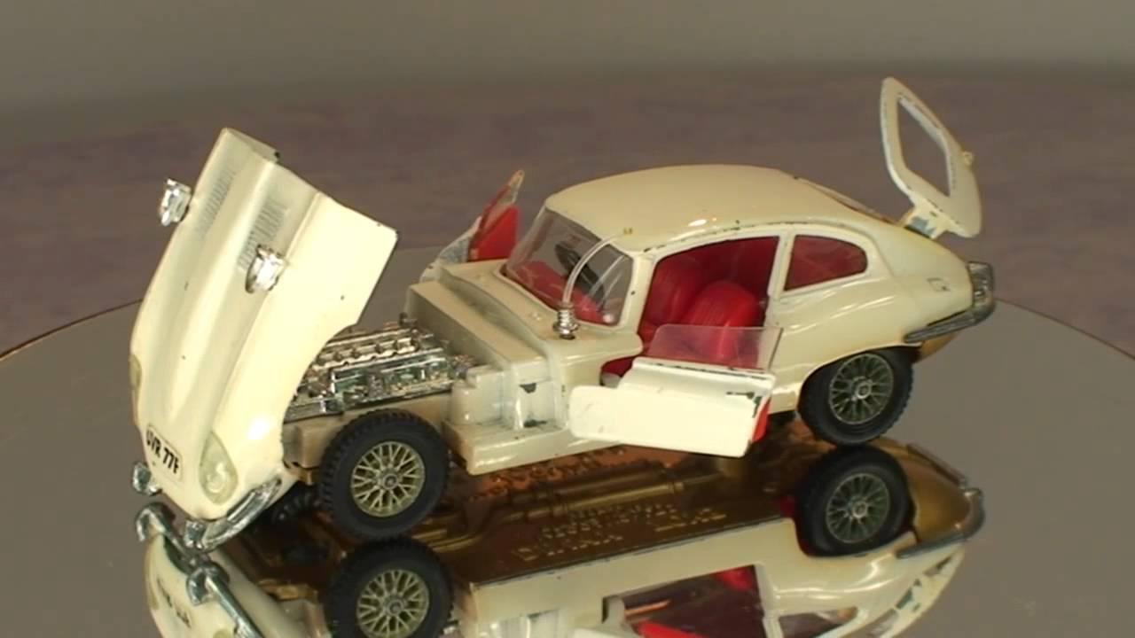Jaguar E Type >> Jaguar E type 2+2 Dinky 131 - YouTube