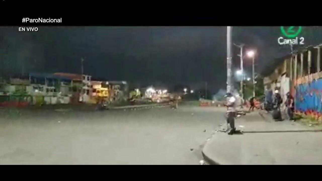 22 DE MAYO así fué la tensa situación en Puerto Madera sector Calipso - # ParoNacional - YouTube