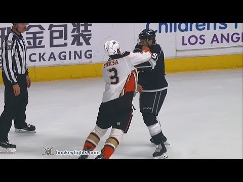 Kevin Bieksa vs Andy Andreoff Nov 25, 2017