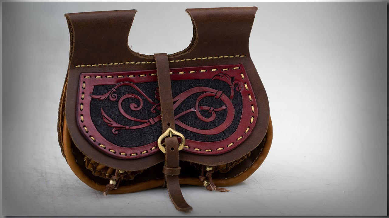 Based on a historic original leather belt bag of the 15th century.