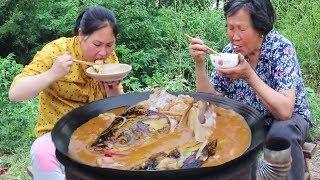鱼头更过瘾的吃法,泡几张大饼,香辣入味,一口肉一口饼,真享受!【陈说美食】