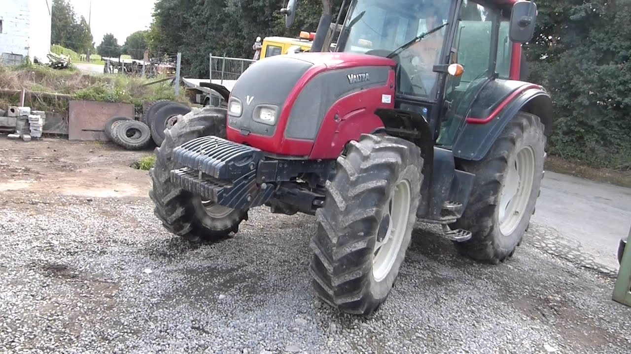 valtra n111e tracteur agricole tractor youtube. Black Bedroom Furniture Sets. Home Design Ideas