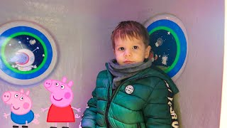 Leo Fly in Peppa Pig Spaceship and Green Airplane for Kids