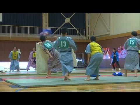 Japonya'da yastık savaşı: Yataktan kalkar kalkmaz kavgaya tutuştular