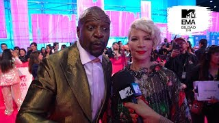 EMA 2018 Red Carpet — Hanli asks Terry Crews, Jason Derulo about their 90s fashion blunders