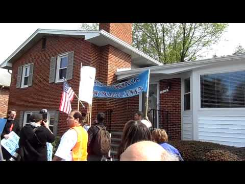 4-22-13 National People's Action goes to Ed DeMarco's home demanding his resignation