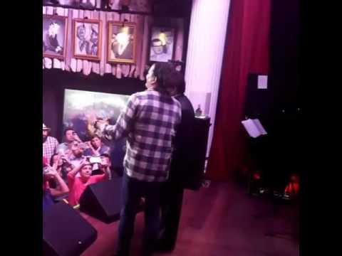 Video de Poncho Zuleta & Carlos Vives cantando a Dúo en Bogotá