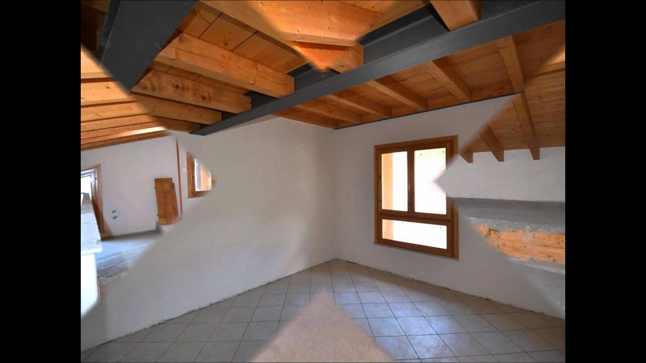 Appartamento indipendente con travi a vista a ro volciano for Arredare casa con travi a vista
