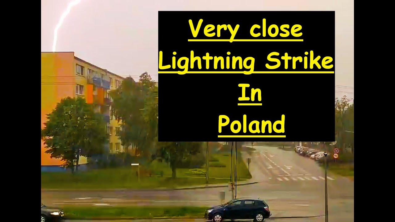 Bardzo bliskie uderzenie pioruna   Very close lightning strike