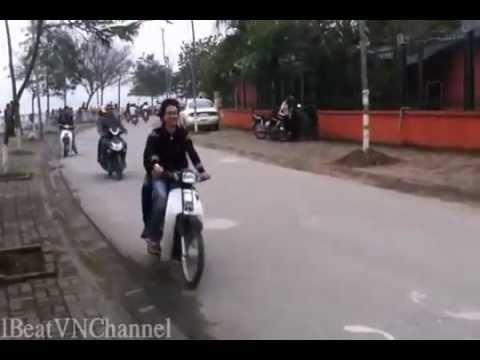 [Clip] Bốc đầu trên kè Hồ Tây _ Boc dau tren ke Ho Tay.FLV