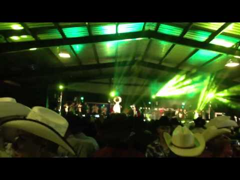 Julion Alvarez en Dodge City KS