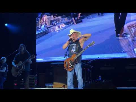 """The Boys of Fall"" Kenny Chesney Gillette Stadium (Foxboro) 8-24-2018"