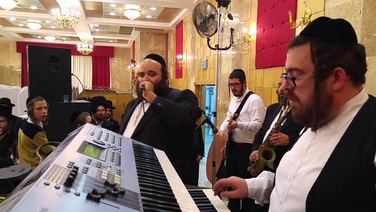 הזמר יואלי קליין והבעל מנגן ישעי גרוס
