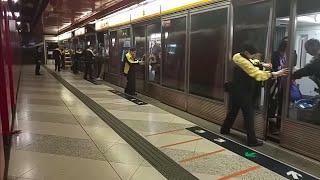【幕門故障特攝】12/2 MTR TCL 荔景站三號月台幕門故障,須改為人手開啟的情況