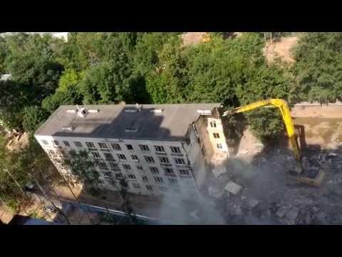 Снос пятиэтажки. Москва, Ул. Новаторов дом 40, корпус 6. Вид сверху.
