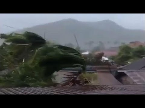 Super Typhoon Haiyan makes landfall in the Philippines