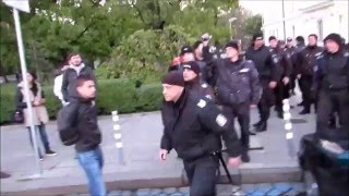 Родната полиция как гази - протест срещу глупостите в ИК
