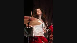 The White Stripes - The Big Three Killed My Baby. Leeds Festival 2004. 4/13