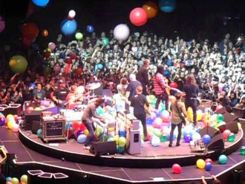 Balloon Drop For Dave Grohl Foo Fighters Birthday In Los Angeles CA On 1 11 15
