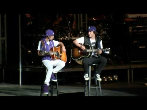 "Justin Bieber- ""Never Let You Go (acoustic)"" (HD) Live at the New York State Fair on 9-1-2010"