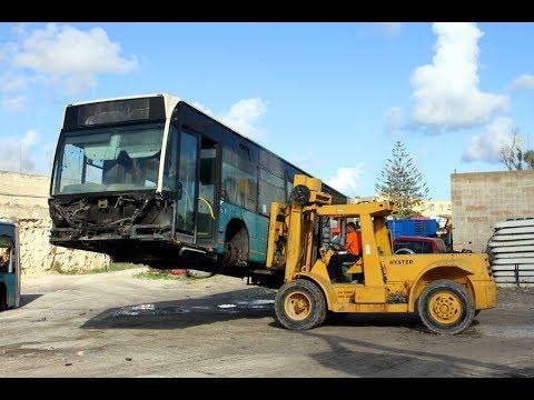 Anche nella demolizione autobus siamo stati ..... è Maltin Tour