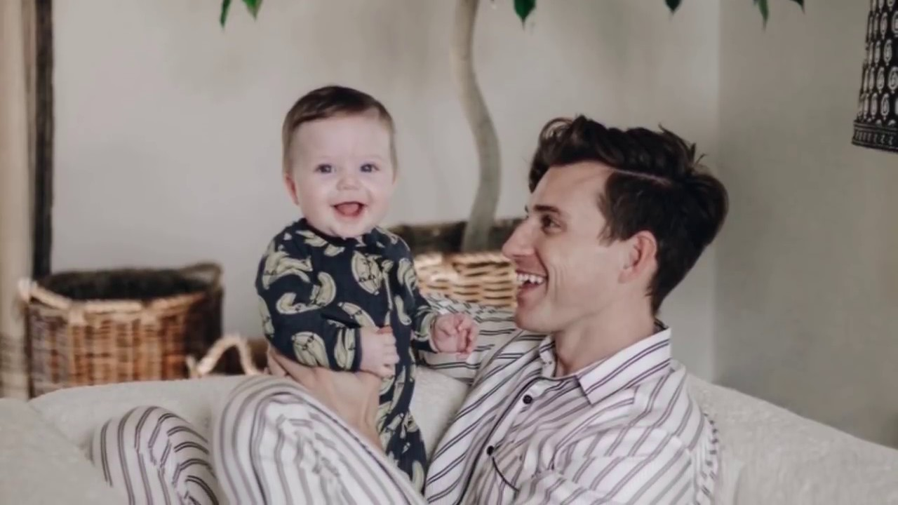 nate berkus baby oskar brent berkus latest photoshoot. Black Bedroom Furniture Sets. Home Design Ideas