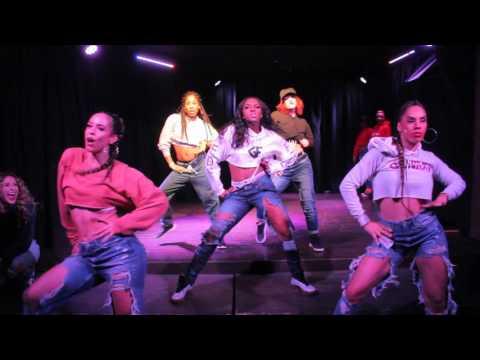 Rihanna  Pose   @CalvitJr Choreography