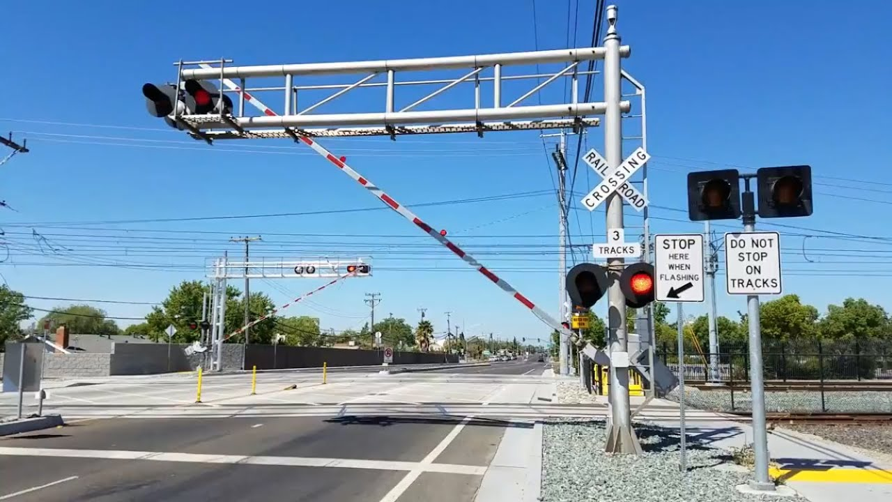 Sacramento Light Rail, Meadowview Road Crossing, New E-Bell, Sacramento CA
