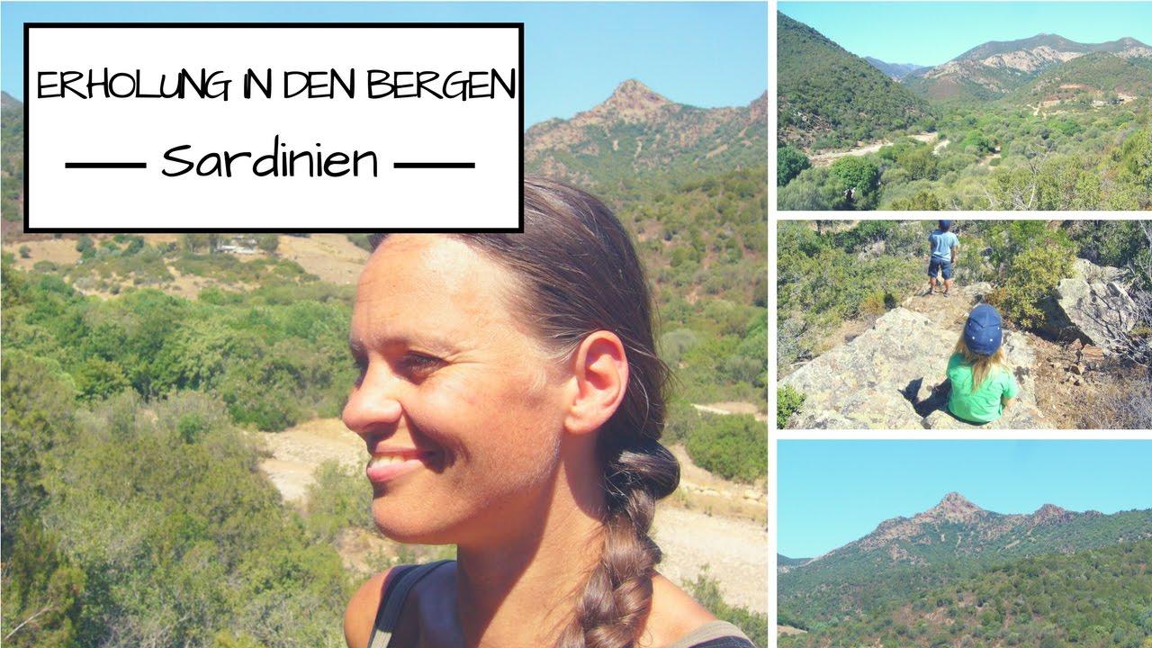 Erholung in den Bergen Sardiniens: frei, barfuß und glücklich