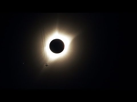 Salem goes dark as total solar eclipse dazzles crowds in Oregon