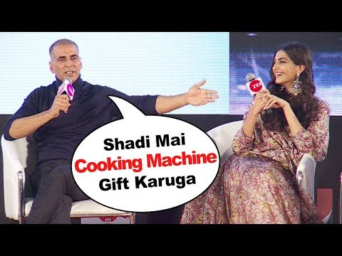 Akshay Kumar's FUNNY Moments With Sonam Kapoor At PADMAN Promotion