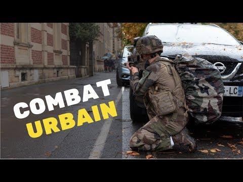 Des soldats dans la ville