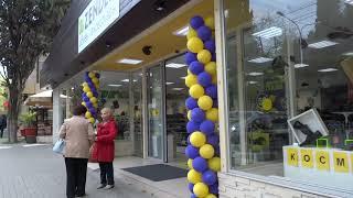 Улица Победы в Лазаревском перед сезоном. Открыты магазинчики и сувенирные лоточки. 14 апреля 2019