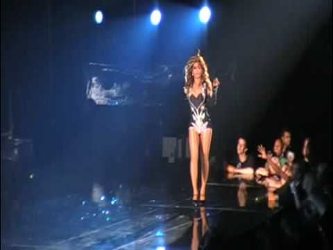 videos de beyonce single ladies en concierto A year after the release of beyonce's song single ladies, tributes to the video by kanye west called it one of the best videos of all time at last month's.
