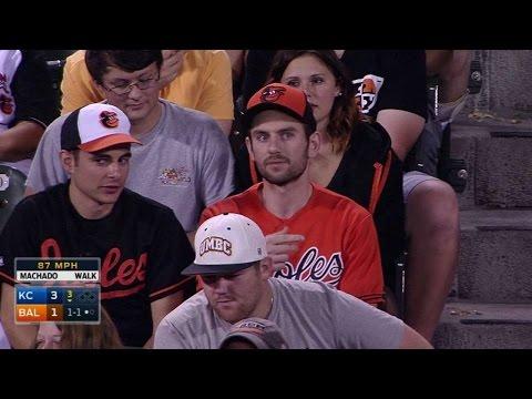 KC@BAL: Fan gives back Alvarez's first home run ball