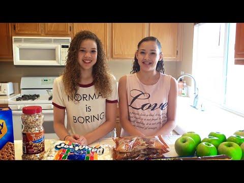 chocolate-caramel-candy-apples-diy-recipe!!-(haschak-sisters)