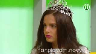 Мисс Украина Вселенная 2014 говорит на двух языках в Подъеме