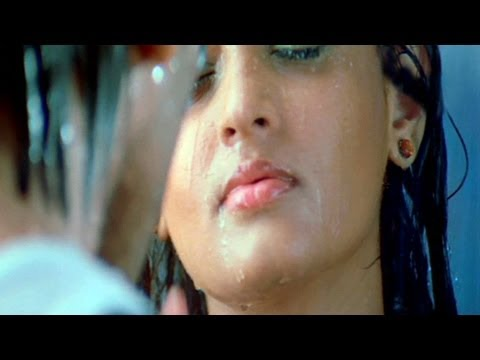 Romance - Sneha Ullal Hot Lip Kiss to Winner Travel Video