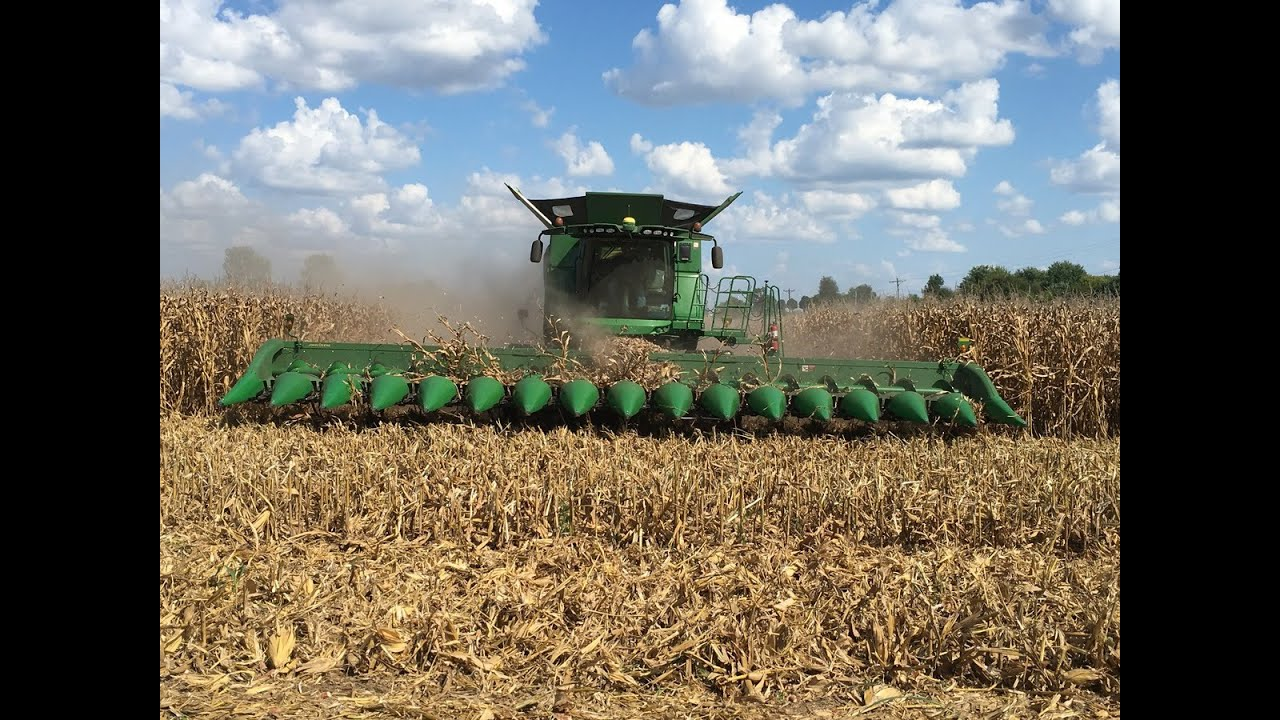 Download John Deere S690 Tracked Combine with a 16 Row Corn Head