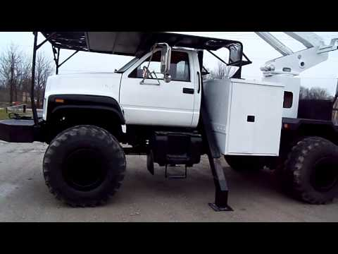 bucket truck 4x4  puddle jumper or regular tires