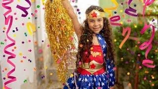 A MENINA QUE NÃO GOSTAVA DE CARNAVAL - Sarah pretend play on the carnival - video for kids