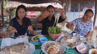Papaya salad with Grilled fish at Pa noi restaurant : Thai food ส้มตำ ปลาเผา
