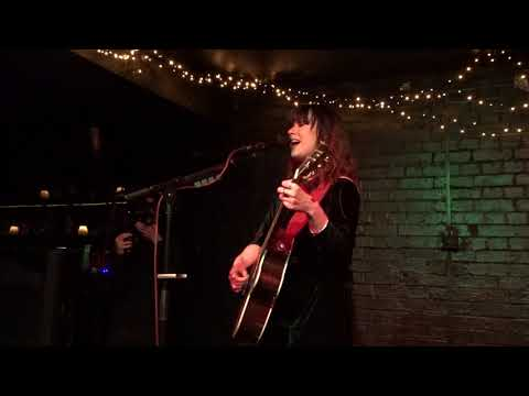 Download Lily Moore (@LilyMooreMusic)-Lying To Yourself @TheSlaughteredLamb, 1st May 2018 Mp4 baru